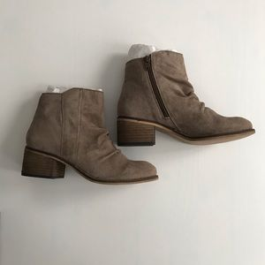 Seychelles hawthorn sand Sz 6 suede ankle boot NEW